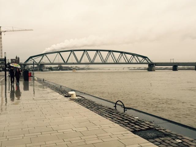 Foto.Spoorbrug