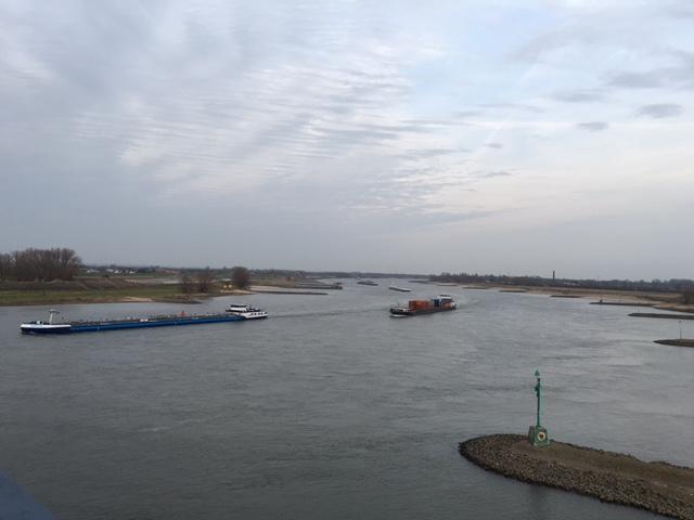 Foto.UitzichtVanafWaalbrug