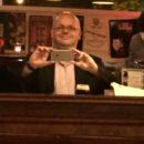 foto.Selfie.CaféJos.2 - Taallesjes voor juristen (33): temporele dimensie en vorm - van Swaaij Cassastie & Consultancy - cassatieadvocaat - cassatie advocaat